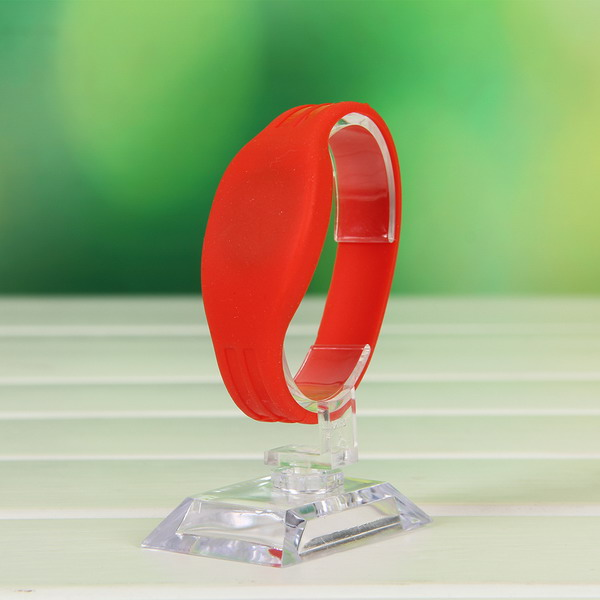 Flexible soft rfid wristband